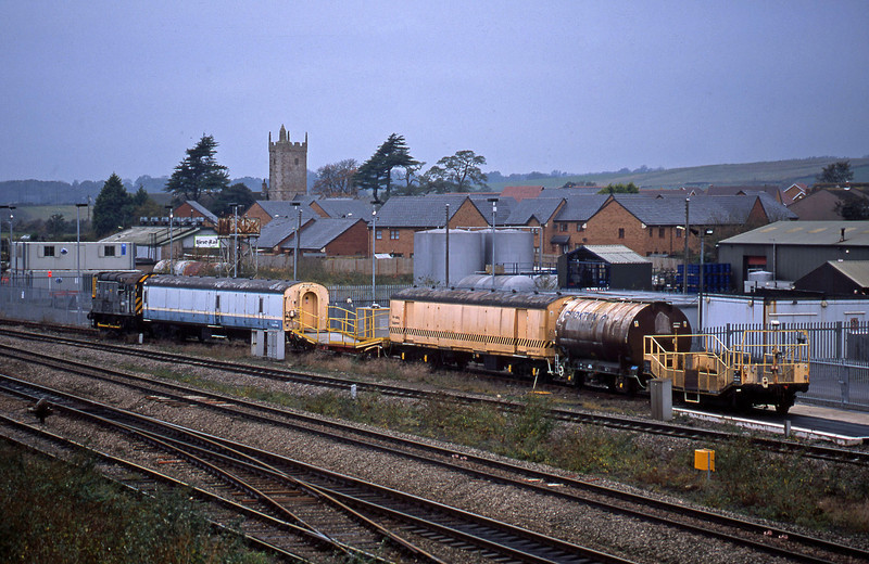 09203, stabled Severn Tunnel rescue train, Severn Tunnel Junction, 29-10-02.