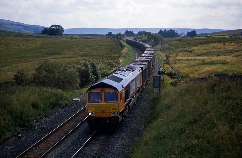 66708, Hull-Newbiggin, Ais Gill, 4-9-02.