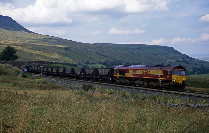 66202, 05.55 Killoch-Drax Power Station, Ais Gill, 4-9-02.