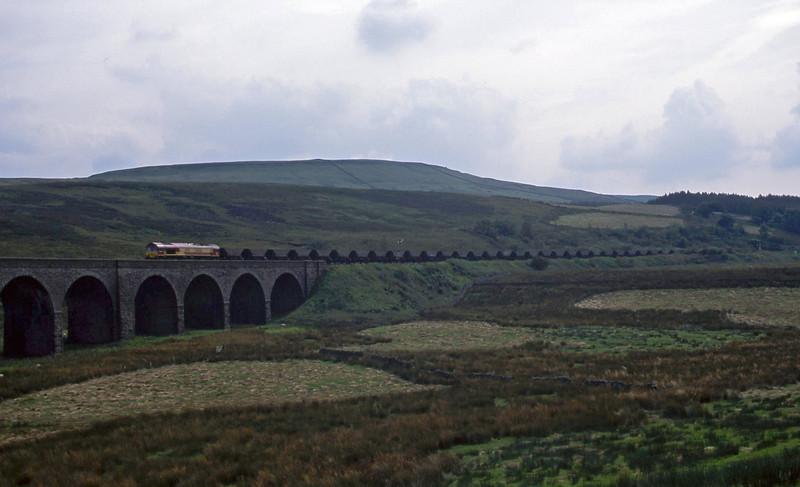 66026, 13.01 Milford Sidings-Ayr, Dandry Mire Viaduct, Garsdale, 4-9-02.