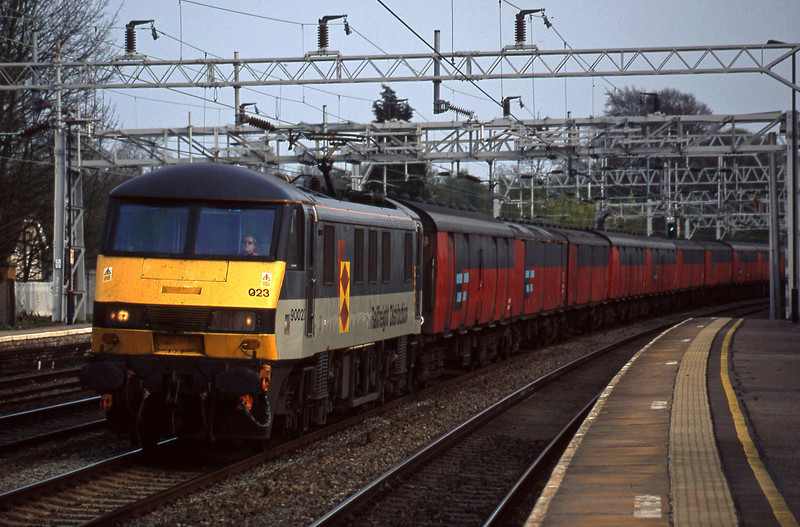 90023, 16.00 London-Shieldmuir, Rugeley Trent Valley, 15-4-03.
