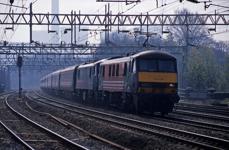 90014/90024, London Euston-Manchester Piccadilly, Rugeley Trent Valley, 15-4-03.