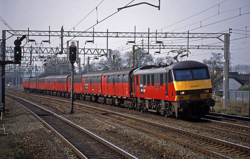 90019, 15.32 Warrington-London Willesden, Rugeley Trent Valley, 15-4-03.
