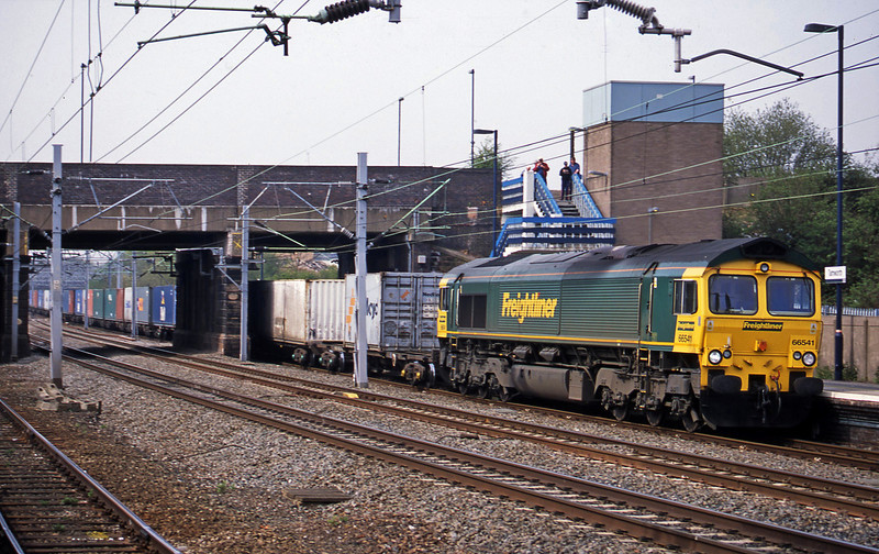 66541, 06.32 Manchester Trafford Park-Southampton, Tamworth Low Level, 15-4-03.