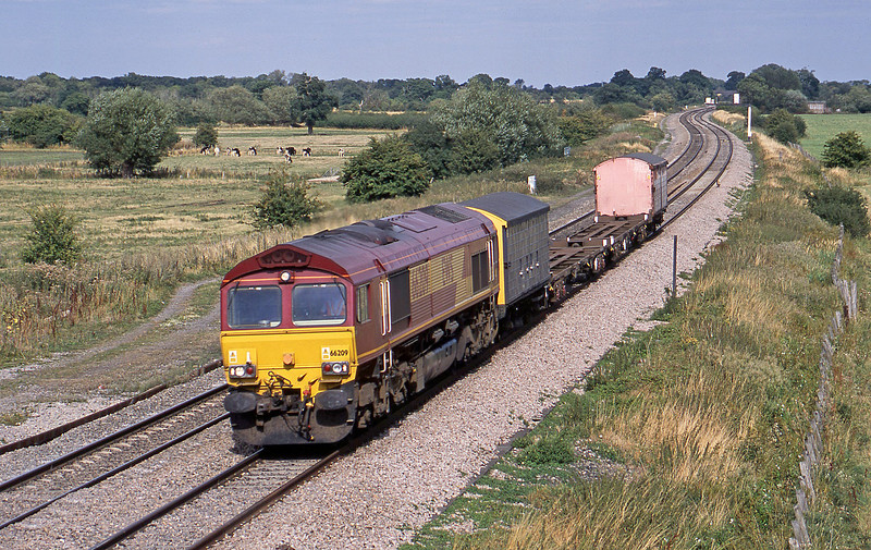 66209, 15.35 Didcot Yard-Cardiff Wentloog, Shrivenham, near Swindon, 21-8-03.