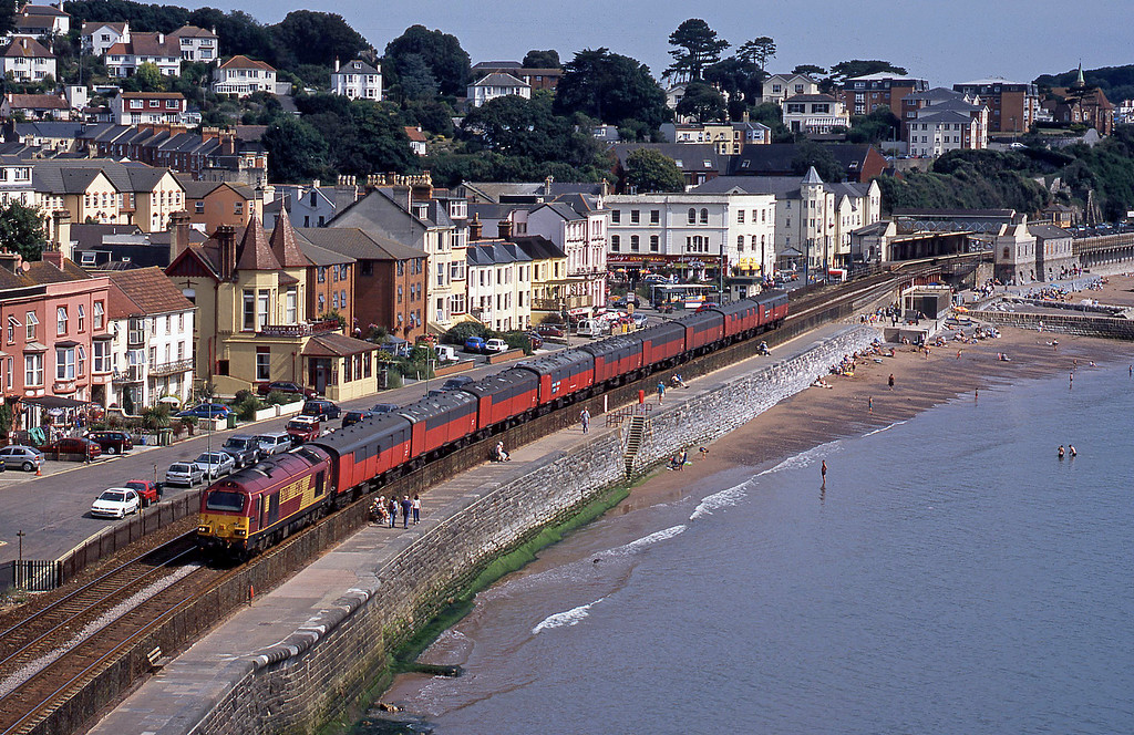 67017, 09.24 Bristol Temple Meads-Plymouth, Dawlish, 13-8-03.