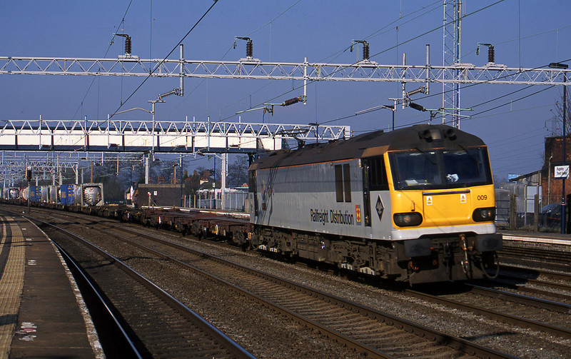 92009, 09.15 Manchester Trafford Park-Purfleet, Rugeley Trent Valley, 18-2-03.