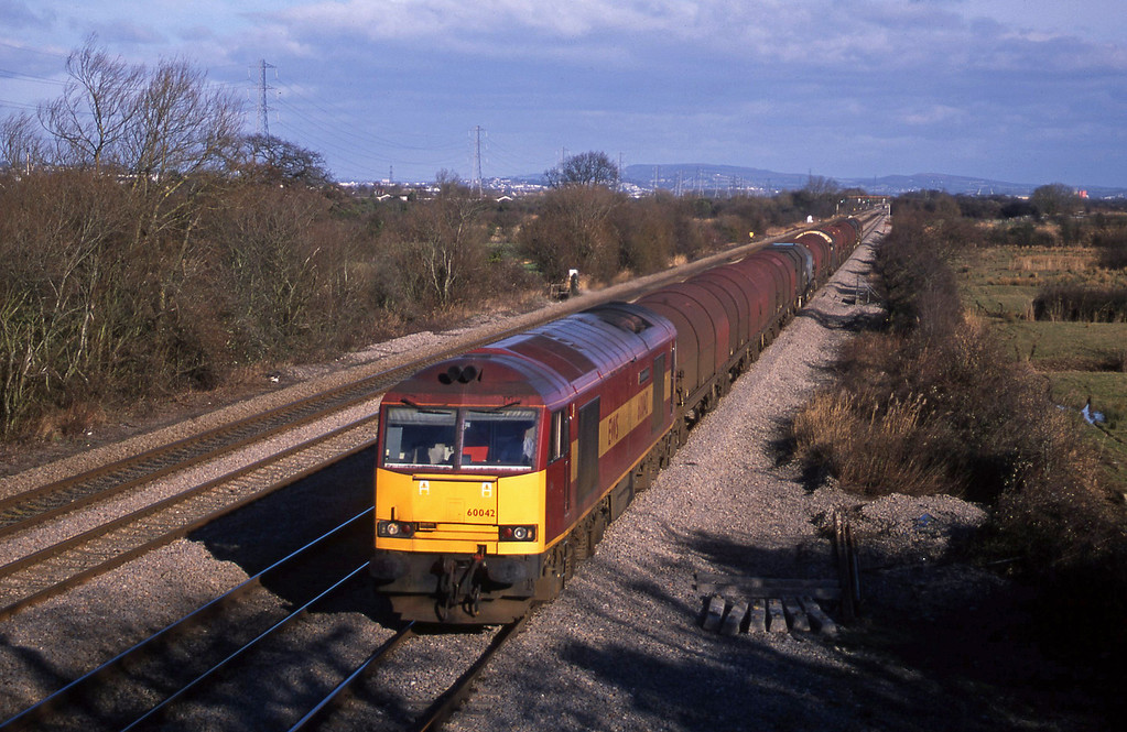 60042, 09.55 Round Oak-Margam, St Mellons, near Cardiff, 29-1-03.