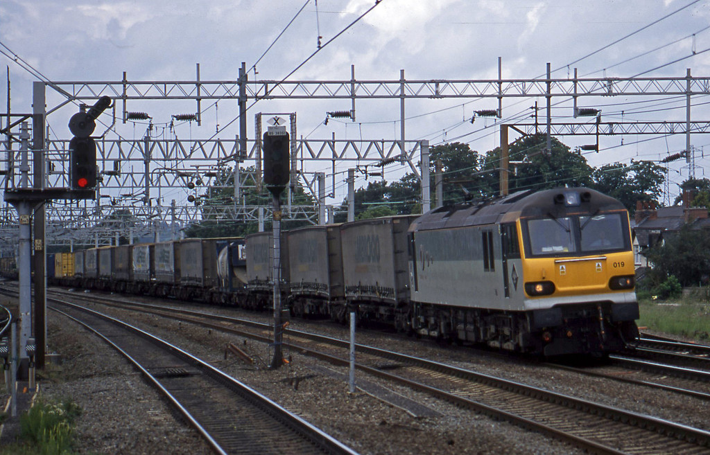 92019, 13.14 Manchester Trafford Park-Dollands Moor, Rugeley Trent Valley, 10-6-03.