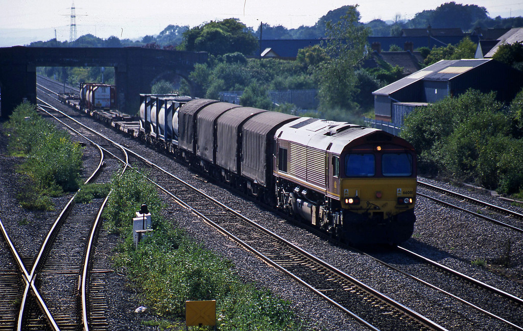 66081,16.36 Newport Alexandra Dock Junction-Wembley, Magor, 17-6-03.