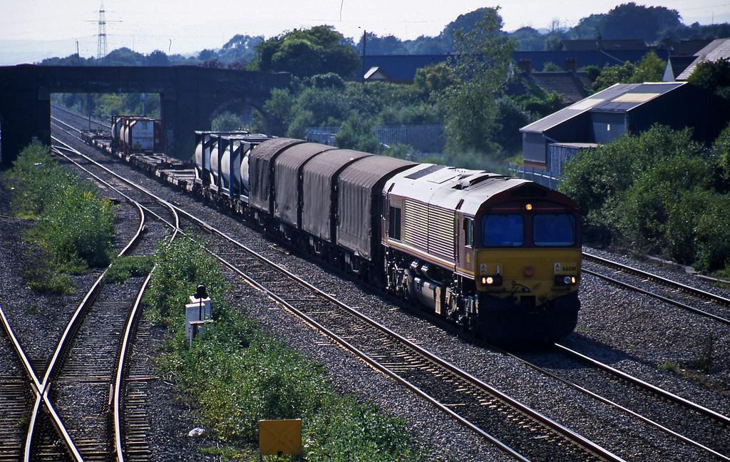 66081,16.36 Newport Alexandra Dock Junction-Wembley, Magor, 17-6-03.