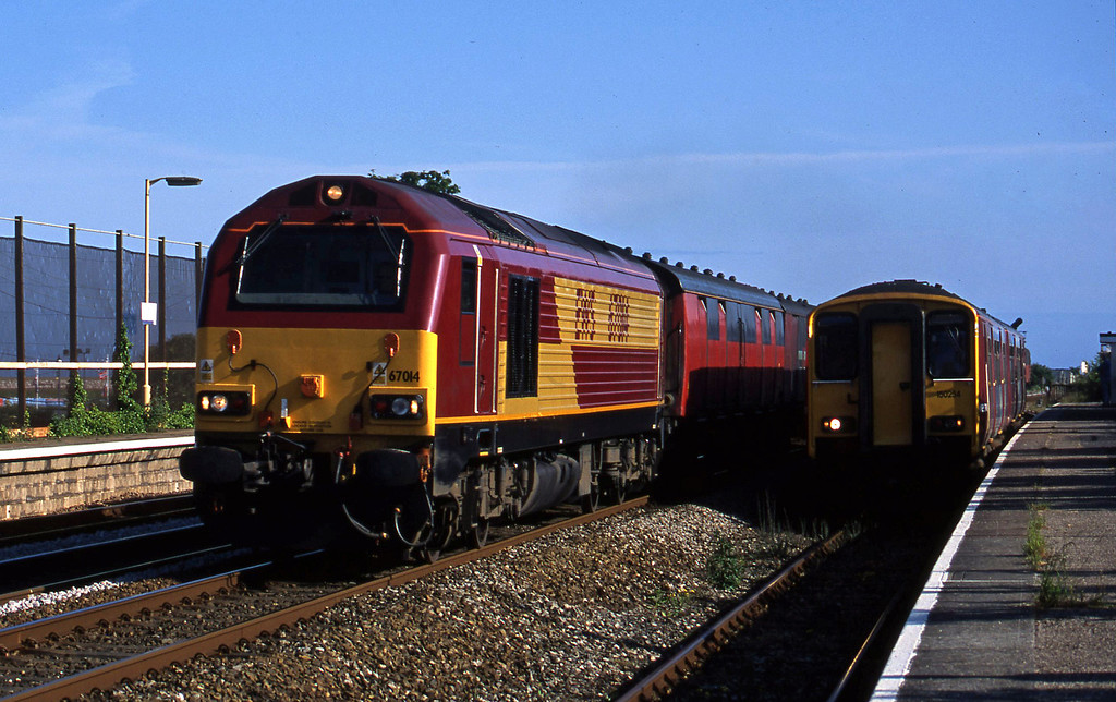 67014, 17.23 Plymouth-Low Fell, Dawlish Warren, 2-6-03, overtaking 150254, 17.30 Paignton-Exmouth.