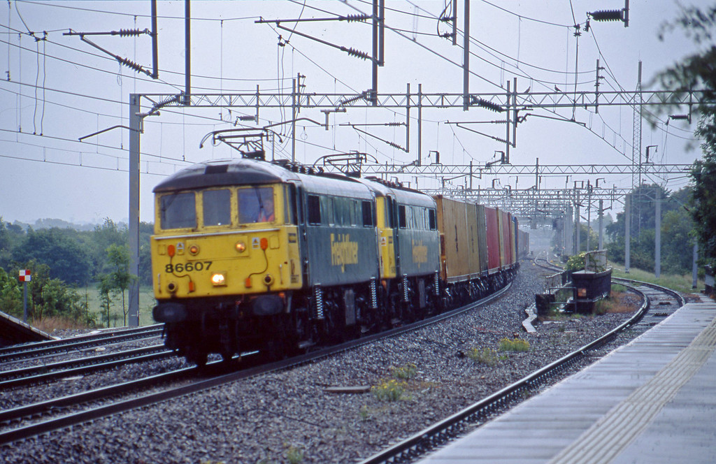86607/86426, 12.49 Ipswich-Manchester Trafford Park, Tamworth Low Level, 10-6-03.