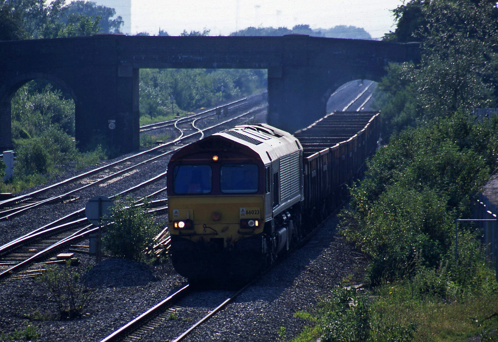 66023, 17.07 Newport Alexandra Dock Junction-Westbury, Magor, 17-6-03.