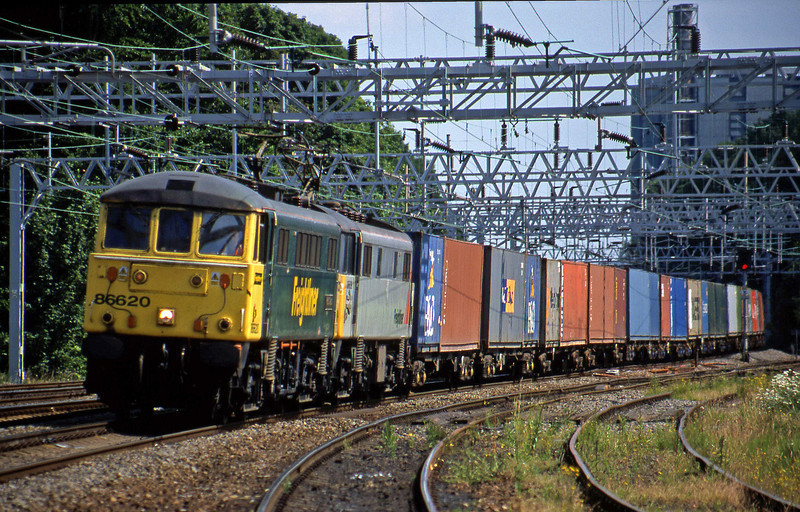 86620/86639, 10.44 Ipswich-Manchester Trafford Park, Rugeley Trent Valley, 24-6-03.