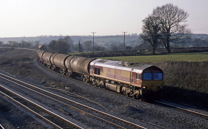 66205, 13.43 Aberthaw-Lindsey, Llandevenny, near Llanwern, 21-3-03.