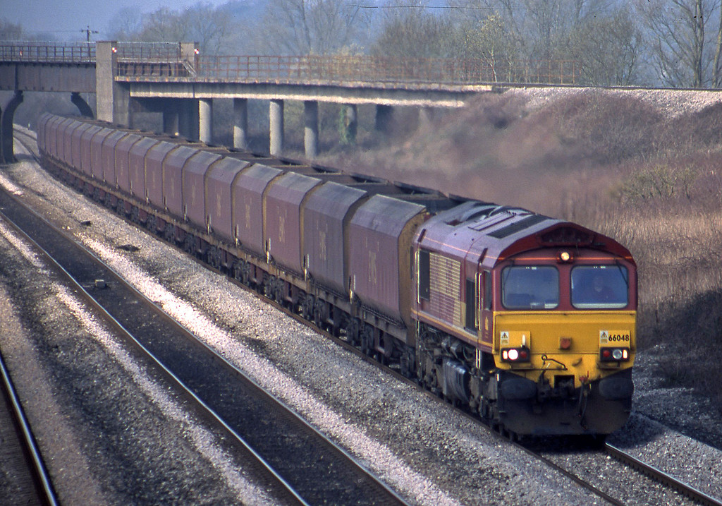 66048, Aberthaw Power Station-Avonmouth Bulk Handling Terminal, Llandevenny, near Magor, 21-3-03.