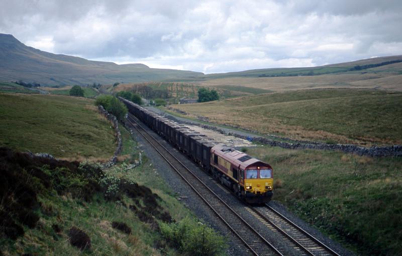 66190, 13.30 Newbiggin-Knottingley, Shotlock Hill Tunnel, near Ais Gill, 21-5-03.