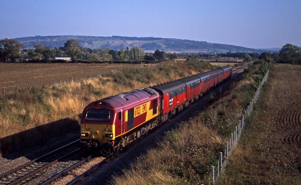 67023, 16.05 Bristol Parkway-Shieldmuir, Besford, near Evesham, 17-9-03.
