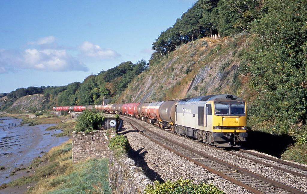 60015, 05.36 Robeston-Westerleigh, Gatcombe, near Lydney, 23-9-03.