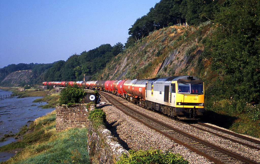 60057, 05.36 Robeston-Westerleigh, Gatcombe, near Lydney, 4-9-03.