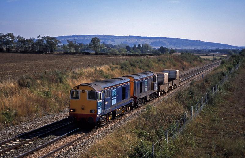 20308/20312, 13.25 Berkley-Crewe, Besford, near Evesham, 17-9-03.