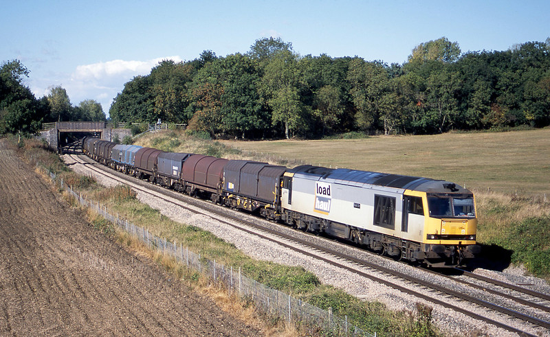 60064, 14.00 Round Oak-Llanwern, Besford, near Evesham, 23-9-03.