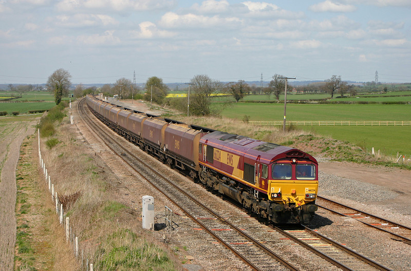 66224, unidentified up coal, Elford, near Tamworth, 13-4-04.