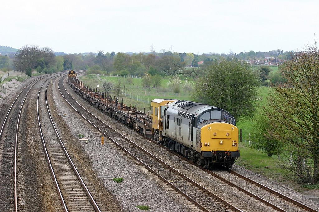 37689. 10.45 Hinksey Yard-Eastleigh Yard, Lower Basildon, near Pangbourne, 20-4-04.
