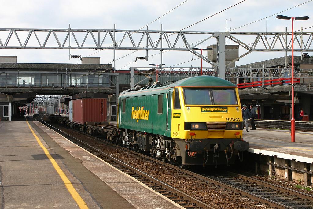 90041, 13.30 Ditton-Ipswich Yard, Stafford, 13-4-04.