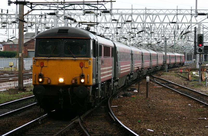 87013, Euston-Glasgow, Stafford, 13-4-04.