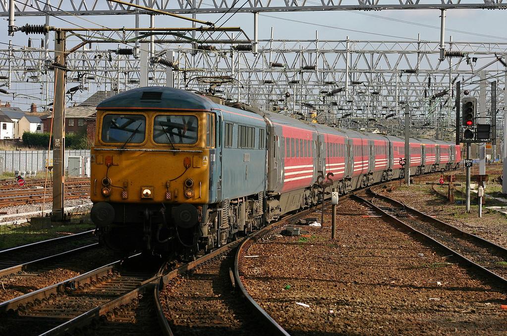 87001/82125, Euston-Glasgow, Stafford, 13-4-04.