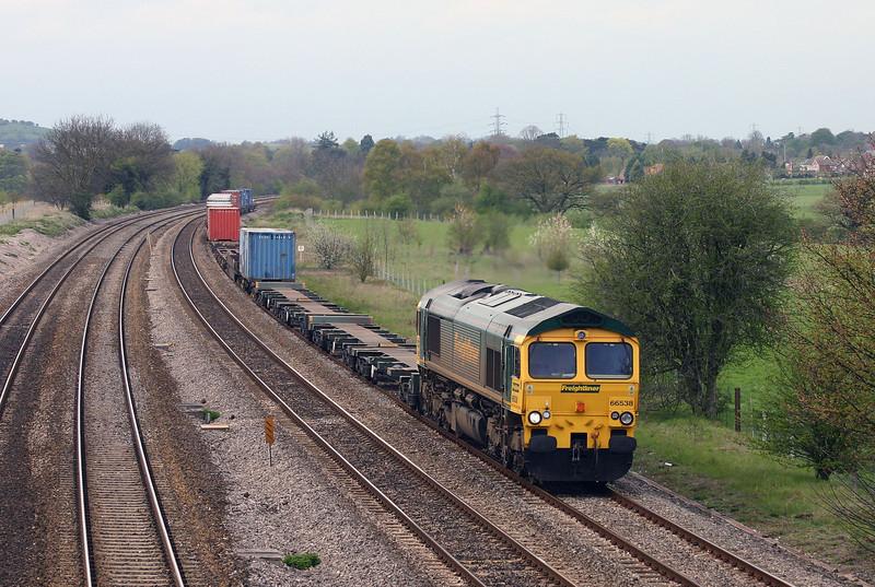 66538, 05.51 Leeds-Southampton, Lower Basildon, near Pangbourne, 20-4-04.