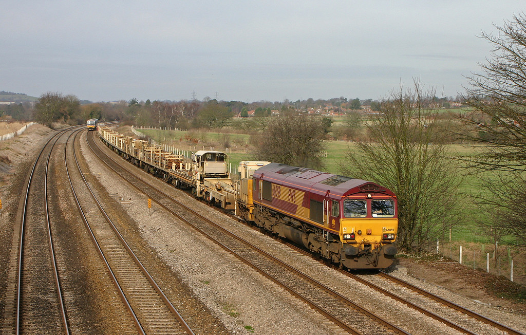 66059, 10.48 Hinksey Yard-Eastleigh Yard, Lower Basildon, near Pangbourne, 10-2-04.
