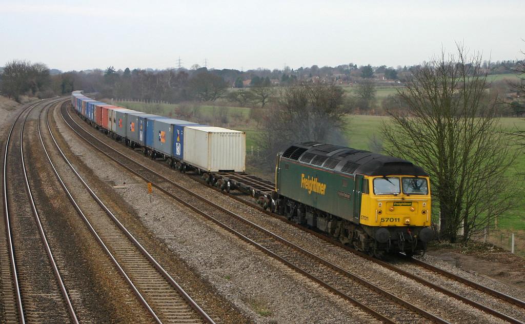 57011, 04.32 Garston-Southampton, Lower Basildon, near Pangbourne, 10-2-04.