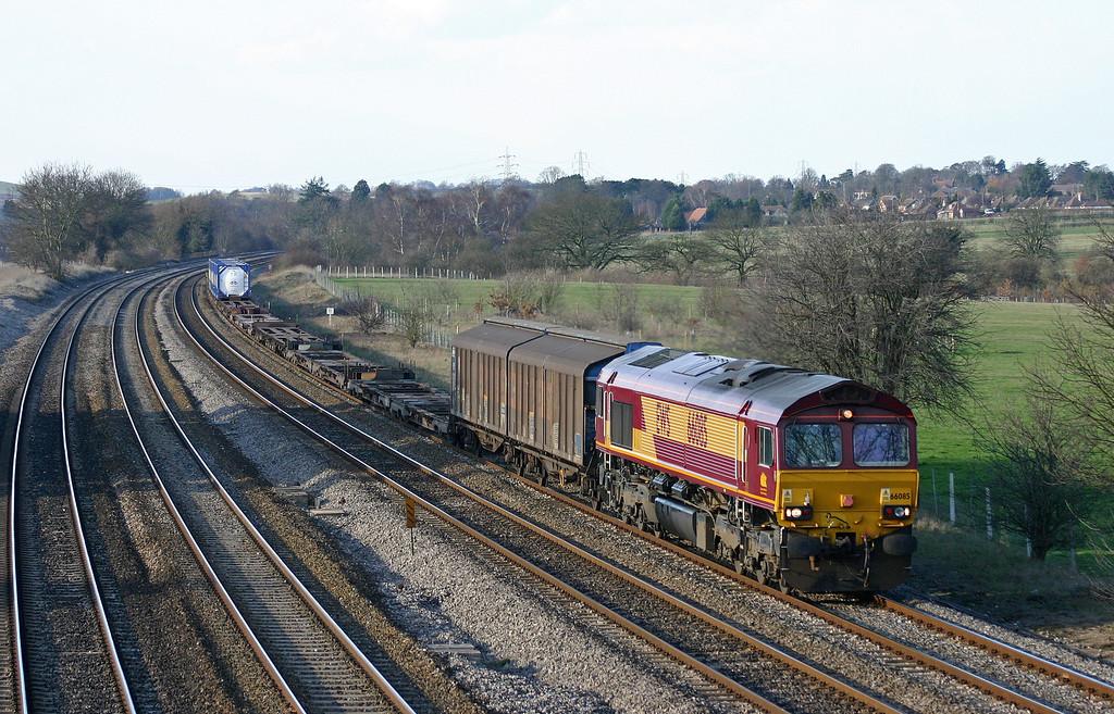 66085, 13.22 Avonmouth-Wembley Yard, Lower Basildon, near Pangbourne, 25-2-04.