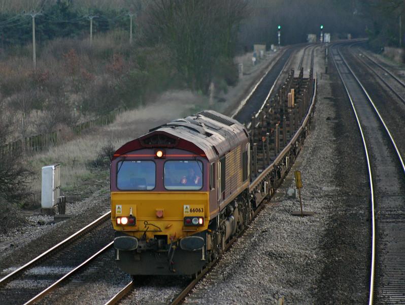 66063, 14.41 Eastleigh Yard-Oxford Hinksey Yard, Lower Basildon, near Pangbourne, 25-2-04.