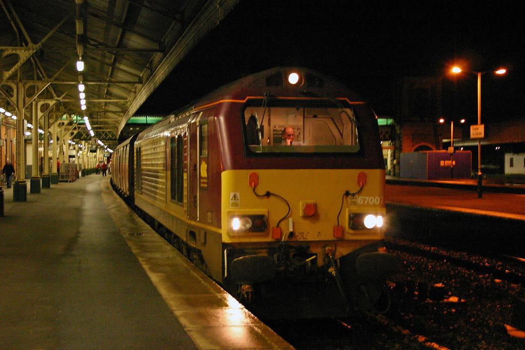 67007, 19.30 Penzance-Bristol, Exeter St David's, 8-1-04.