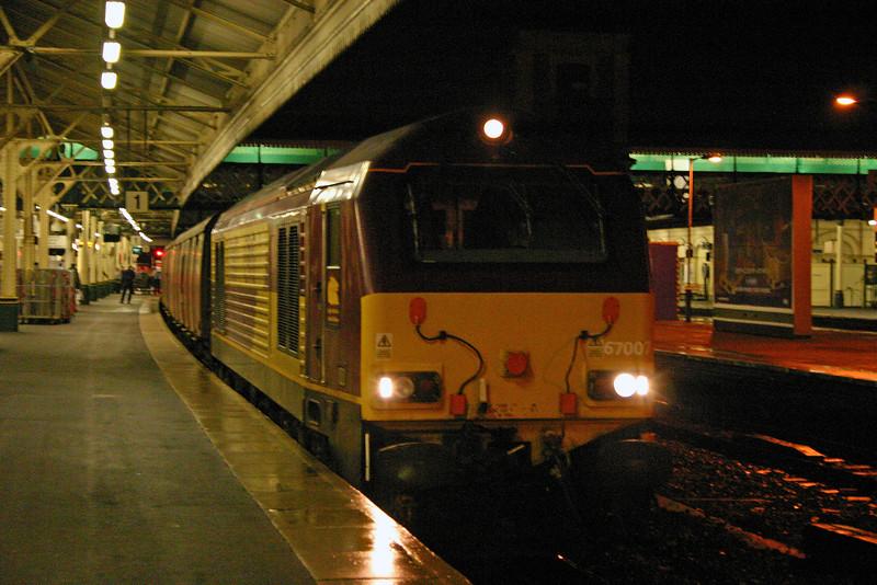 67007, 19.30 Penzance-Bristol, Exeter St David's, 7-1-04.