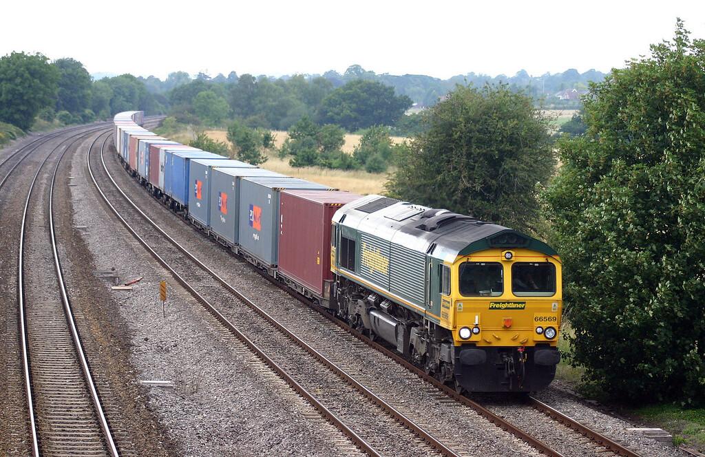 66569, 03.21 Trafford Park-Southampton, Lower Basildon, near Pangbourne, 14-7-04.
