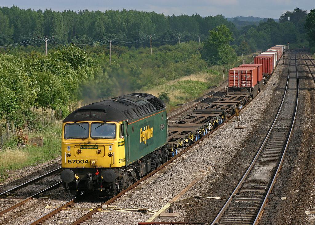 57004, 15.24 Southampton-Coatbridge, Lower Basildon, near Pangbourne, 14-7-04.
