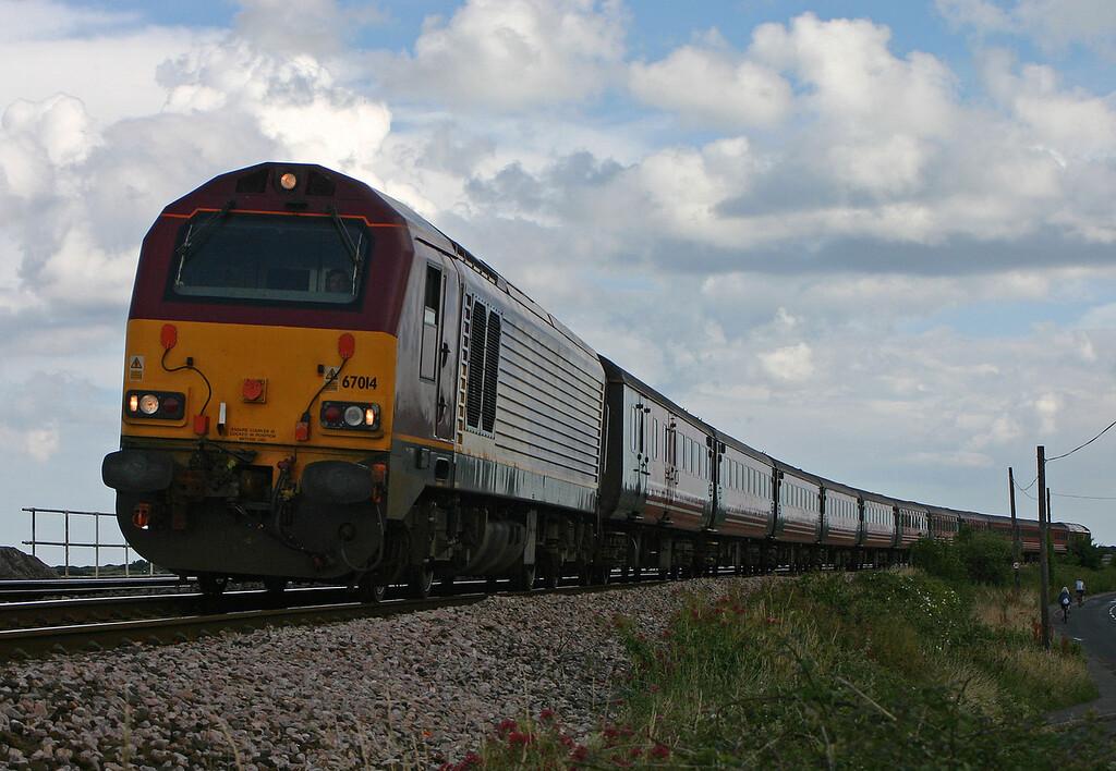 67014/67019, top'n'tail 16.20 Paignton-Preston, Cockwood, near Starcross, 10-7-04.