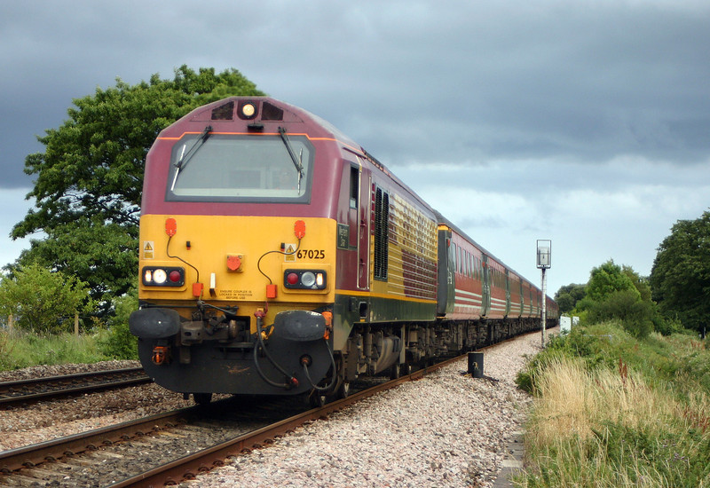 67025, 16/20 Paignton-Preston, Powderham, near Starcross, 17-7-04.