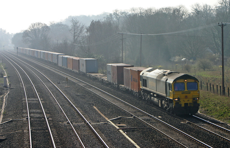 66504, 08.45 Southampton Millbrook-Leeds, Lower Basildon, near Pangbourne, 31-3-04.