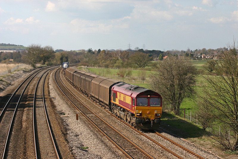 66043, 13.22 Avonmouth-Wembley Yard, Lower Basildon, near Pangbourne, 31-3-04.