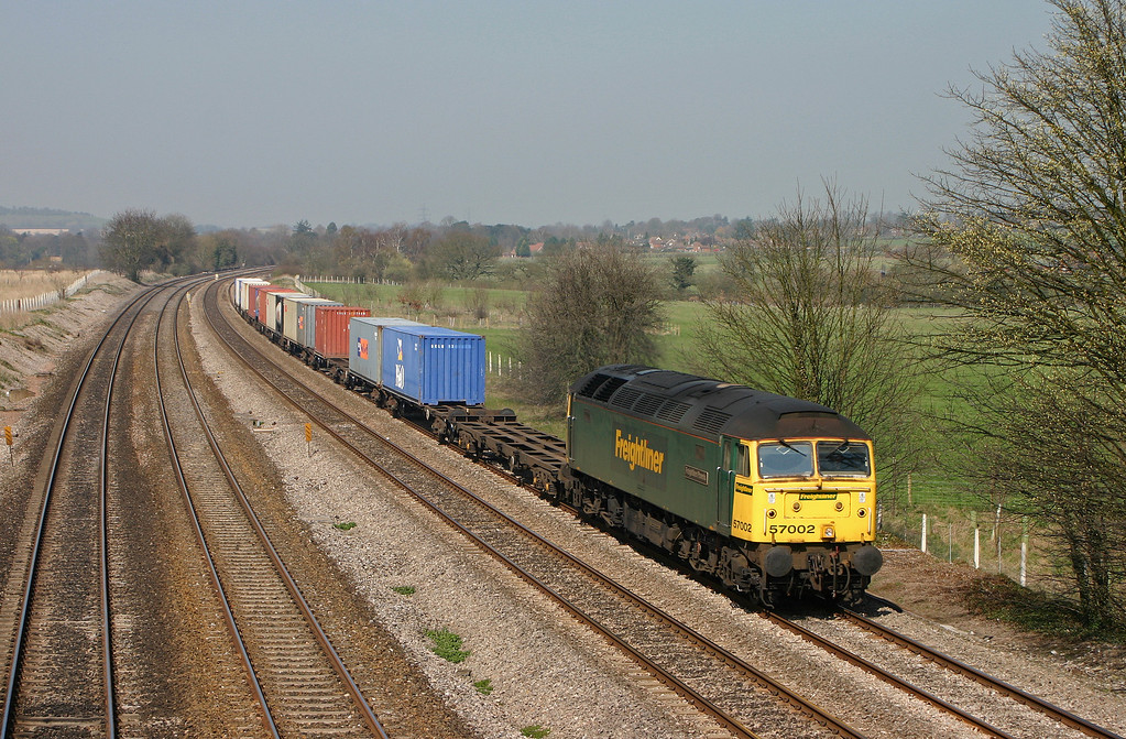 57002, 10.08 Cardiff Wentloog-Southampton Millbrook, Lower Basildon, near Pangbourne, 31-3-04.
