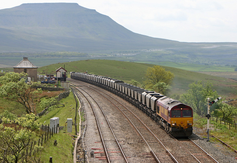 66209, 09.59 Milford Sidings-Ayr, Blea Moor, 26-5-04.