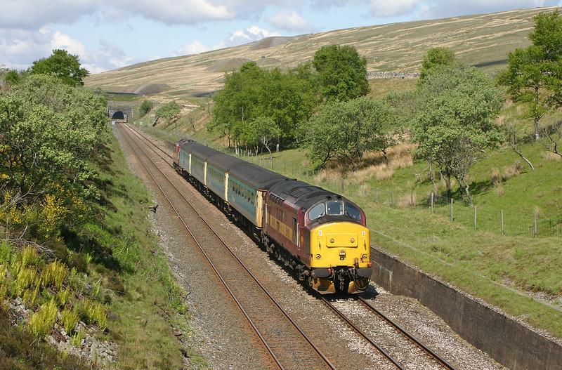 37405/37411, 13.33 Carlisle-Leeds, Blea Moor, 24-5-04.