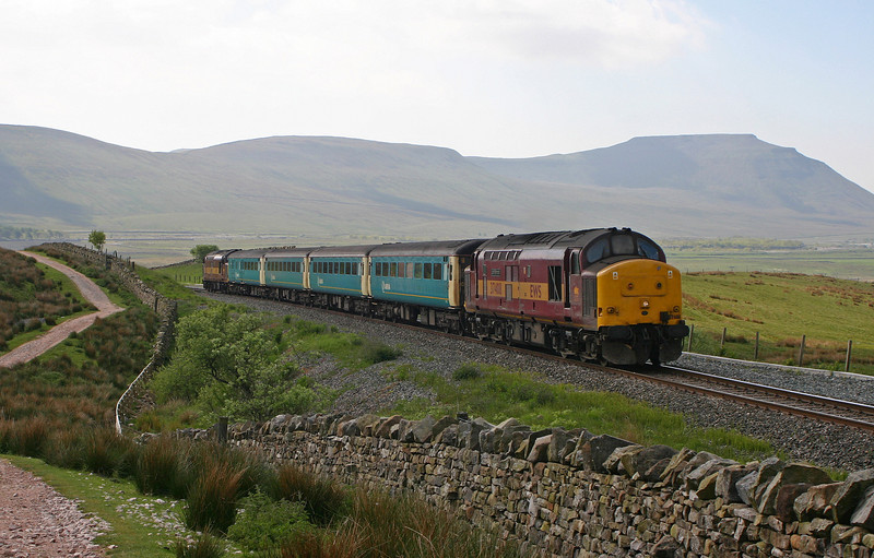 37408/37405, 09.47 Leeds-Carlisle, Blea Moor, 27-5-04.