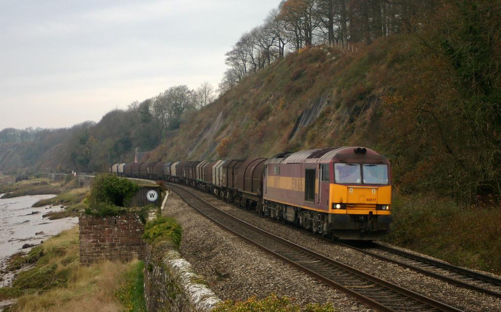 60017, 10.24 Llanwern-Round Oak, Gatcombe, near Lydney, 30-11-04.